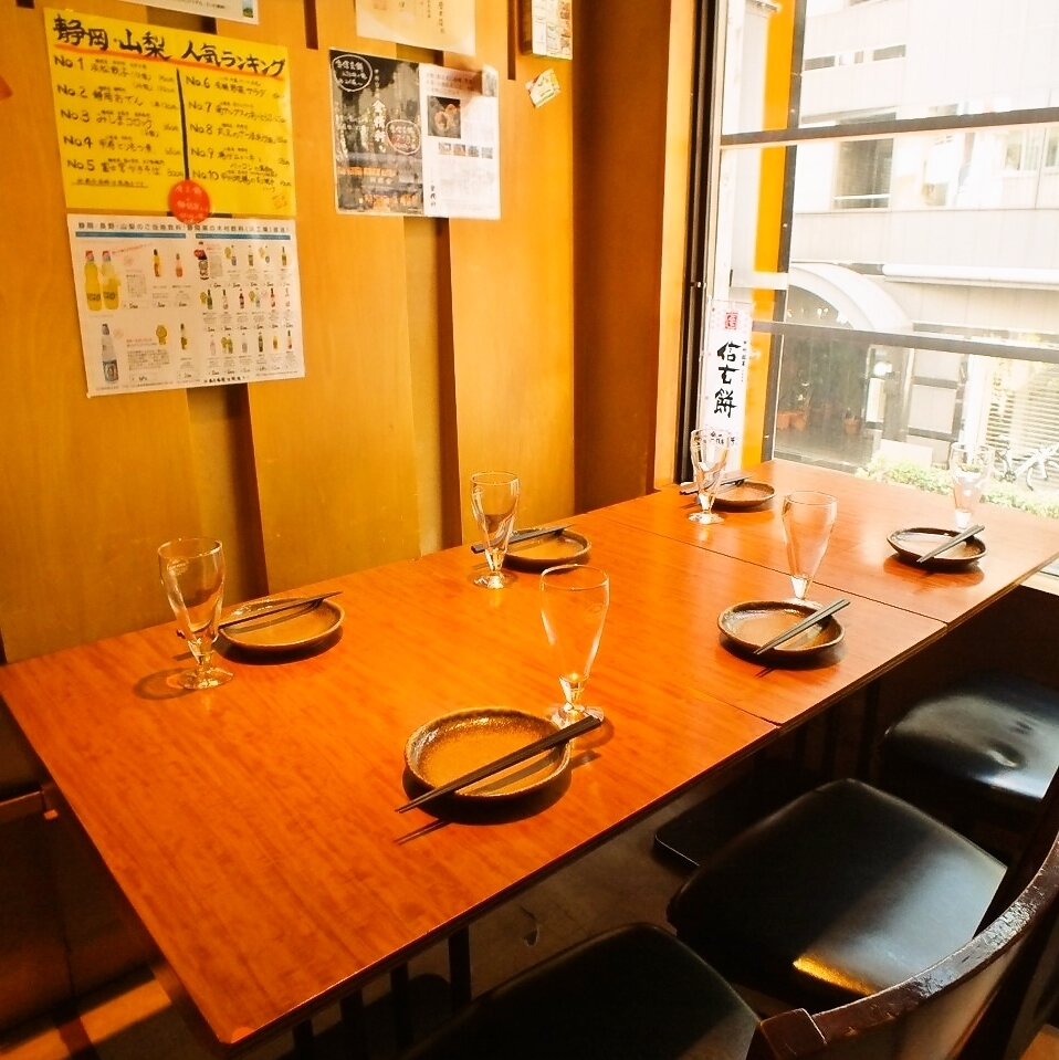 【2F floor charter (maximum 10 people accommodation)】 Seats surrounded by Koshu wine.