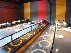 這是一個宴會廳,最多可容納48人!