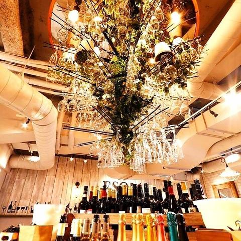 ワインシャンデリアには世界のワイン赤、白、スパークリング約100種以上取り揃えております!★24時まで営業しております!2次会にも是非!