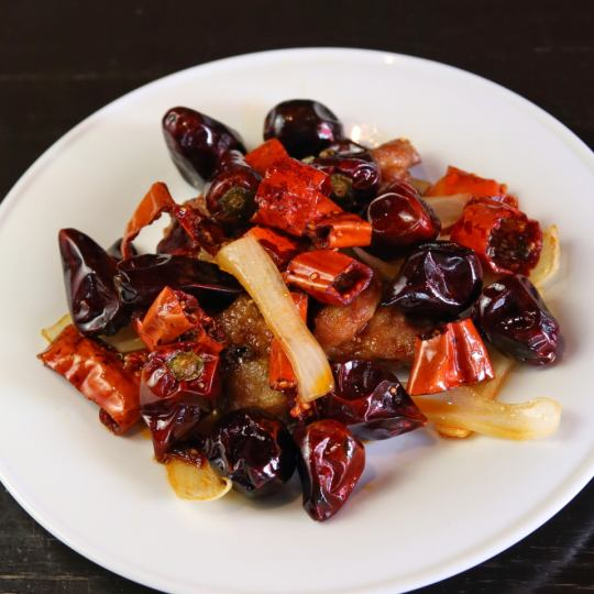 Recommended Szechwanese dishes! Stir-fried chicken and Asago chili peppers
