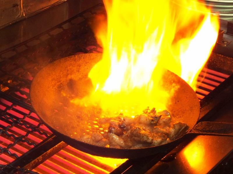 一気に焼き上げる地鶏のもも焼きが人気♪一度は食べていただきたい逸品です!