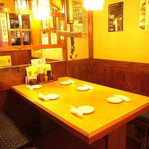 4 people table seats, such as between work colleagues and friends, the best also for the Petit banquet!
