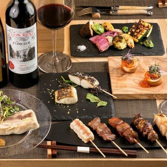 """店主推薦的菜餚可以在法國或烤雞肉串中享用!""""總課程""""所有8項5,500日元(含稅)"""