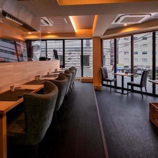 French & yakitori shop for sophisticated adults.Inside the store there are fine counters, table seats 2 tables, semi-private rooms.It can also be used for adult dating, girls' association, company drinking party.Please come and join us ♪