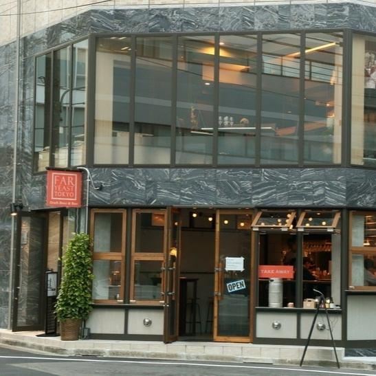 離繁忙的澀谷市區稍遠一點,酒店周圍有許多辦公室,2F在一個安靜的地方。因為商店因為希望慢慢平靜下來的成年人而打開,店內也優雅而精緻的氛圍正在飄蕩。