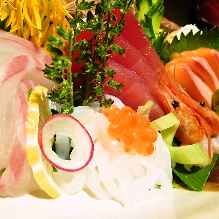 Assorted sashimi 3 types: 999 yen (tax excluded) / 5 species: 1333 yen (tax excluded)