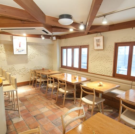 Including the popular Hainan chicken rice, typical Singapore offers a casual style cuisine! Feel free ♪ even per person because the counter seat also