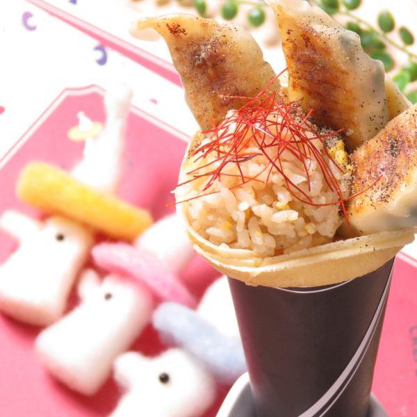 クレープ革命か!餃子チャーハンクレープ☆600円☆☆具沢山な餃子3個入っていて、ランチもこれで充分満足☆