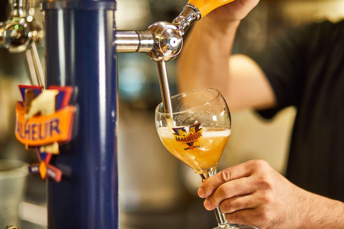 ベルギードラフト(樽生)ビール、常時5~8種類開栓。種類は日によって様々です。