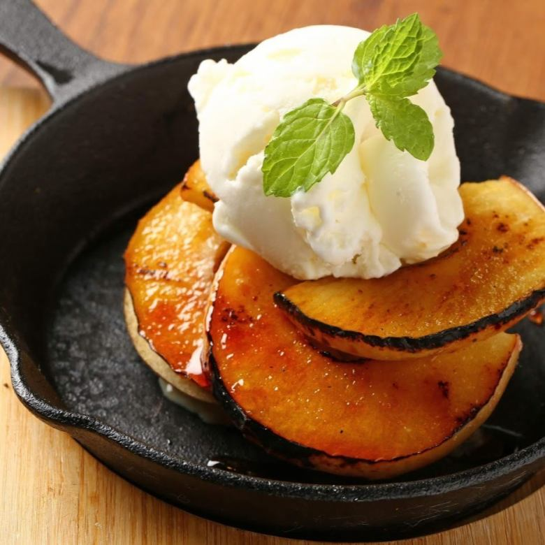 Grilled roasted apple