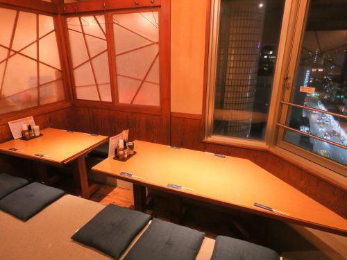 テーブル28席/個室20席