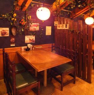 【1階席】テーブル席♪仕切りでお隣の席が気にならず、お楽しみいただけます。