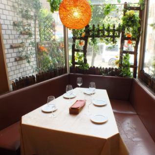 【1階席】昼宴会にもおすすめな大きな窓の窓際席♪2名~6名様でゆったりご利用下さい!