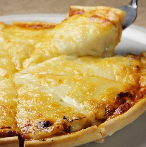 復刻PIZZA祭り開催中!!【とろける濃厚チーズたっぷり♪50年継ぎ足しのソースで作った秘伝トスカーナピザ】