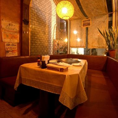 【1st Floor】 Warmly calm and happy time to be spared ♪ Mistake ♪ Popular window side sofa seat is very popular for luxury dinner with girls' association · birthday party · family.(For 2 people up to 6 people)