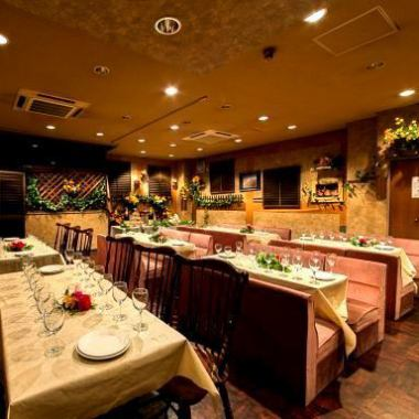 [3rd Floor Seat] A large banquet space that can be used for company banquets.Available for up to 70 people! Also equipped with projector, monitor and karaoke!