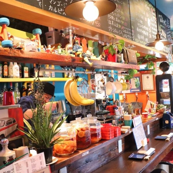 Counter seats with cute miscellaneous goods are seats that you can feel free to enjoy from even one person ♪