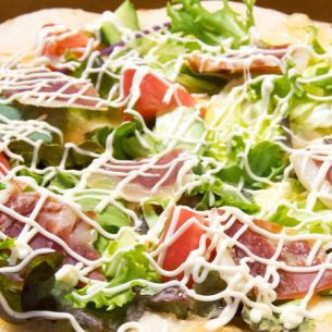 Raw ham and baby leaf oil pizza garlic flavor