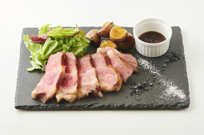 スペイン産 イベリコ豚のステーキ 200g【ステーキ】