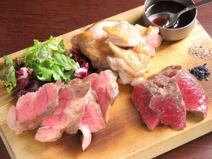 鶏、牛、イベリコ豚の炭焼きステーキ3種盛り合わせ【ステーキ】