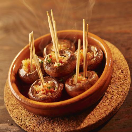 十勝産マッシュルームの生ハム詰め物焼き Stuffed Mushrooms with Jamon Ibelico