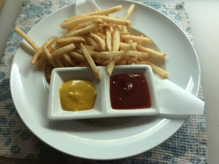 ■ fries (served with mustard sauce)