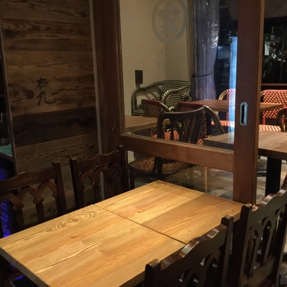 Both the inside of the store and outside the store are made with warmth as the main wood.Private, girls' association, birthday party, company banquet, alumni association, charter etc. You can use according to your scene.