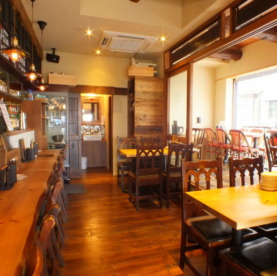 We reserve all the store space such as counter seat, table seat, terrace seat in front of the kitchen! We can accommodate up to 40 people.Recommended for large banquets, anniversaries, wedding second party and so on.We will respond to consultation for the minimum number of private persons, so please do not hesitate to contact us.