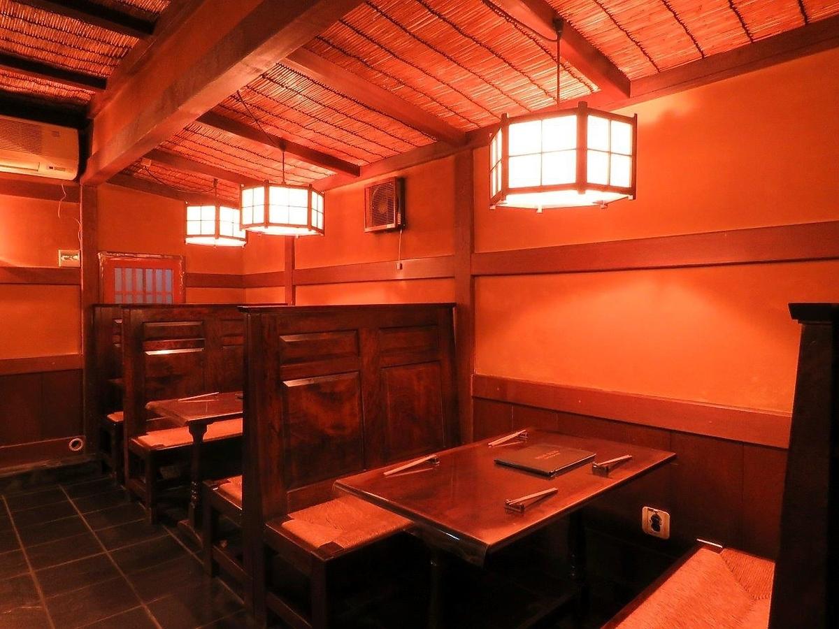 ランチから夜迄、気軽に楽しめるテーブル席4名様迄ご利用出来るテーブルは3席。