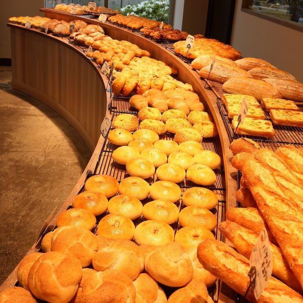 【ベーカリー】天然酵母、国産小麦を使用したこだわりのパン