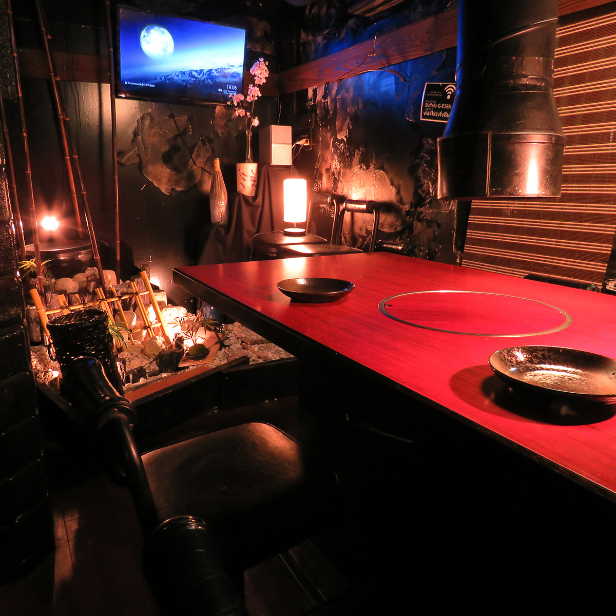 Private rooms for up to 7 people are also available !!
