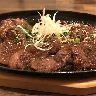 Beef sagare iron plate (steak sauce or grated ponzu)