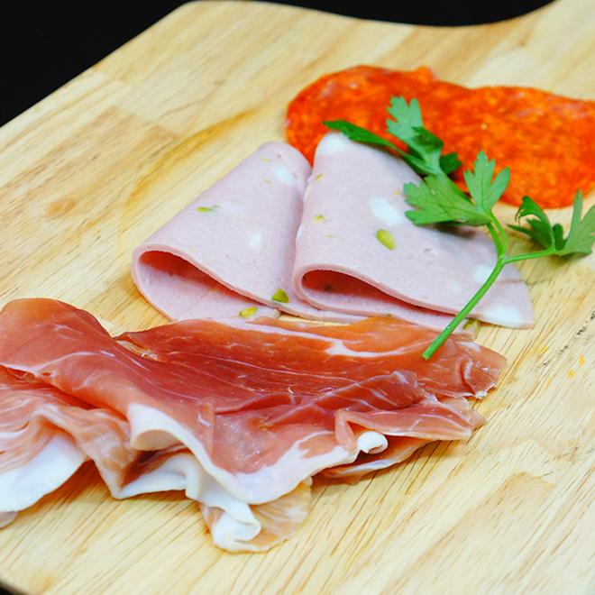 햄과 살라미 모듬 Assorted raw ham and salami