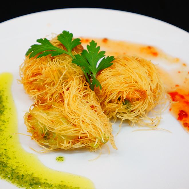 새우와 아보카도 카다이후 튀김 Kadaifu fried shrimp and avocado