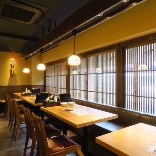 【1階】テーブル席は4名様掛けが4テーブルございます。