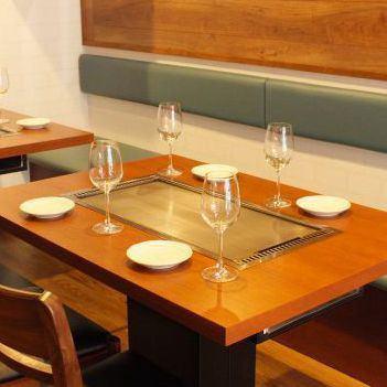 桌椅可以与同行,朋友和朋友慢慢聊天。您可以将其用于2至12人。请访问女子协会,妈妈和其他宴会!我们也接受包机。