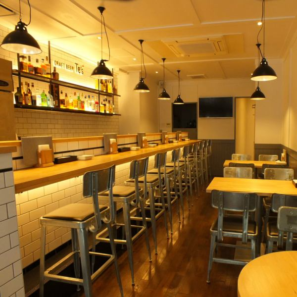 Introducing various materials and designs, warm tables with warmth and warm tables, lighting, natural and comfortable space in topical industrial chairs abroad.Beautiful beach bar at Fujigaoka, where you can relax and decide dating while being fashionable and casual.