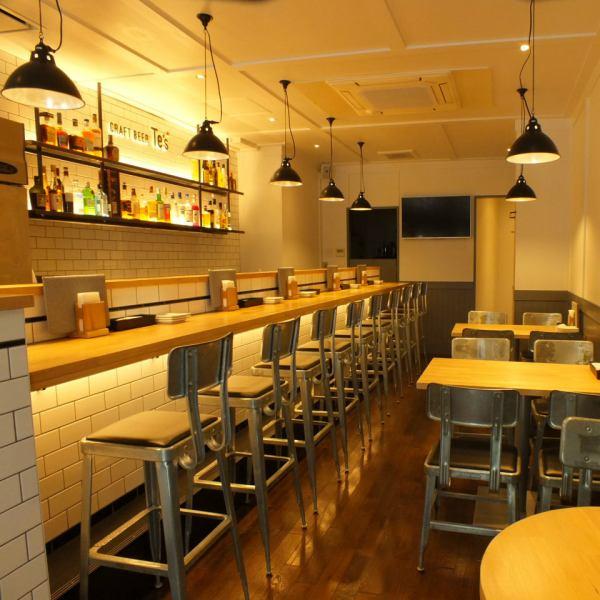 介紹各種材料和設計,溫暖的桌子,溫暖和溫暖的桌子,照明,自然和舒適的空間在國外的主題工業椅子。Fujigaoka美麗的海灘酒吧,您可以放鬆和決定約會,同時時尚和休閒。