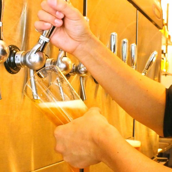 當你進入商店時,八種類型的傑作(啤酒服務器噴口)是令人眼前一亮的傑作,同時也提升了喜歡啤酒的緊張感。由店主的注意力和感覺選擇的國內外工藝啤酒每週愉快,味道也各不相同。當你在訂單迷路時請隨時發聲♪