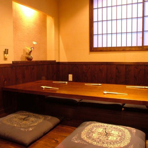 5名様用の少人数個室もあります。会社の同僚とのちょっとした飲み会にも最適です。人気の個室はお早目にご予約を♪