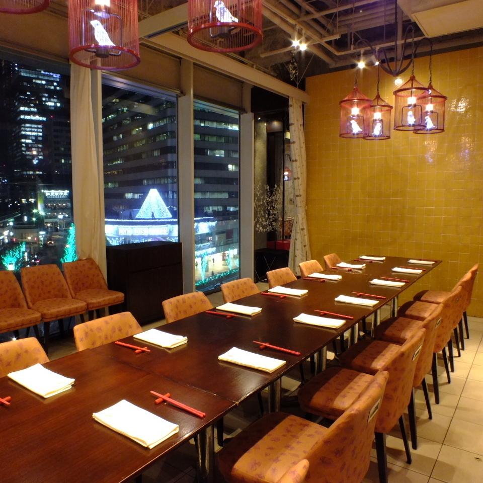 レイアウト変更も可能です。小規模・中規模の宴会など、テーブル席人数に合わせて最適な空間をお作りします。雰囲気も眺めもばっちりなので、幹事様におすすめです。