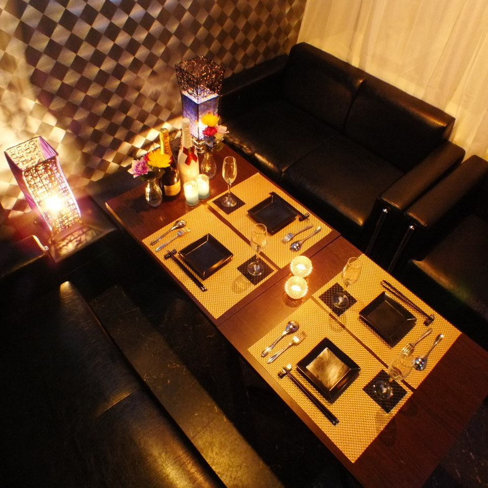 【Complete sofa private room 1】 Four rooms that match different needs.Room based on black.It is recommended for companion, girls' association, birthday party! 【Umeda beer hole 3rd hour compaction parties private room private room unlimited drinks all you can]