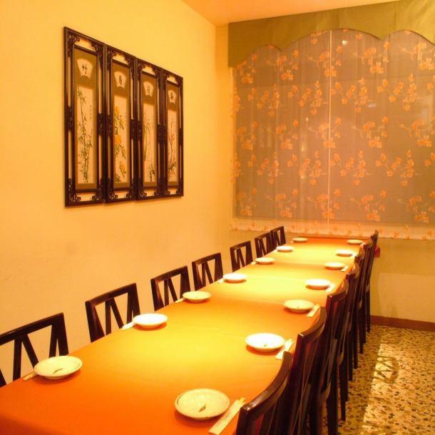 各種宴会にぴったりのテーブル席。大人数の宴会が可能です。4名~40名までレイアウト出来ます!