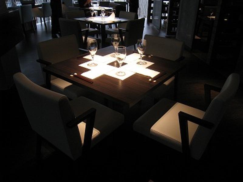テーブル席です