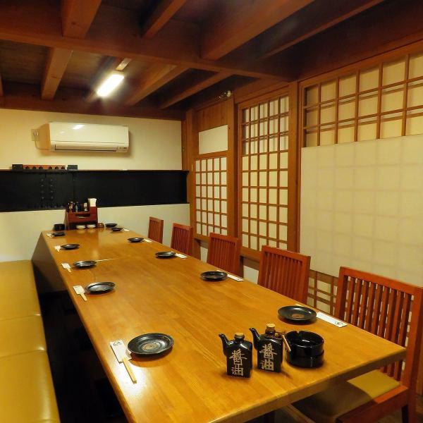 私人房间座位可用,最多可容纳4人,8人,12人,24人!♪也可用于公司宴会免费穿梭巴士!