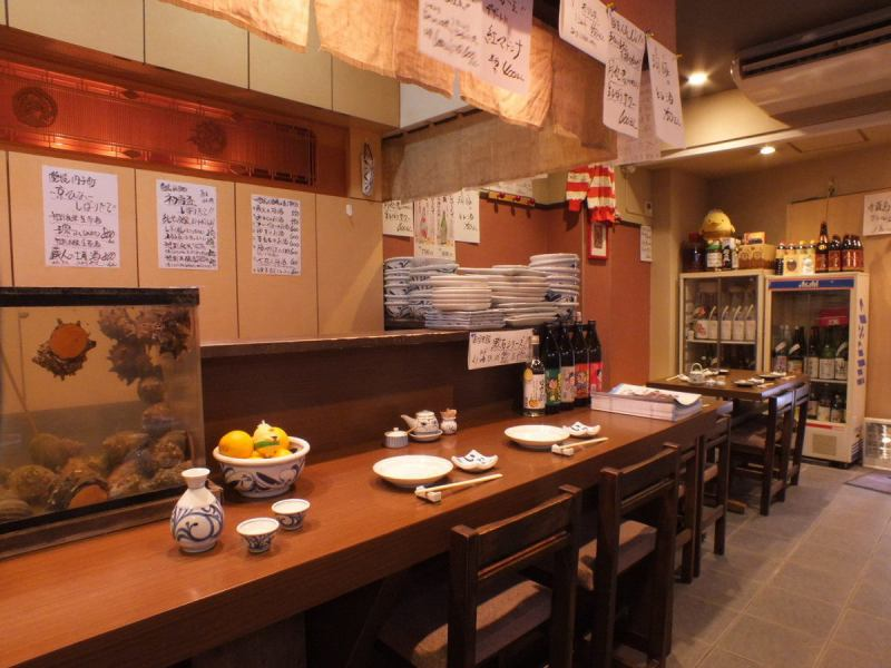 It is 2 minutes on foot from Umejima station.Because it is a soup from the station, it is popular also for a little drink from the company.Natural seafood directly from the Kamogawa River in Chiba is lively and swimming in the shop, and fresh orders are available in the store as well.Please drop in by all means.