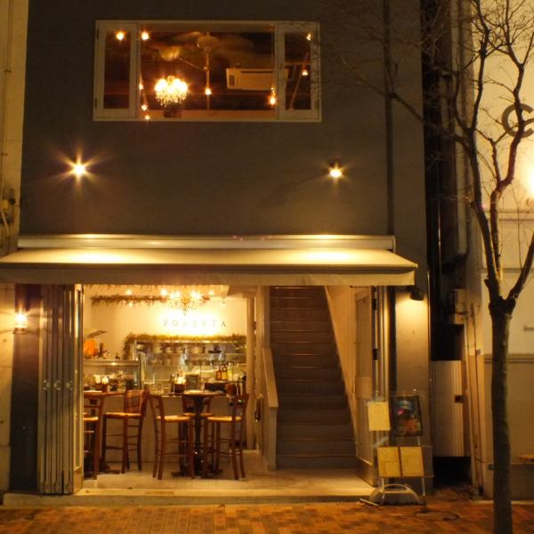 How about a lunch on the terrace seat when the weather is nice? One cup blown in a pleasant evening breeze is also exceptional ♪ As you tighten the glass door on a chilly day, eating in any climate preeminent lunch You can enjoy.