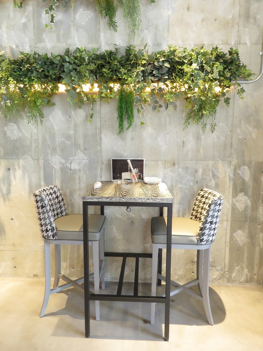 Recommended for dating and dinner with 2 people ♪ High table seat.