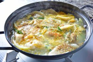 大量的韭菜中国风水饺子