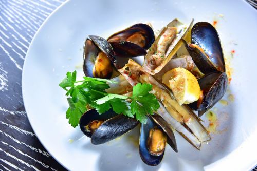 Mussel and mate shelled with white wine
